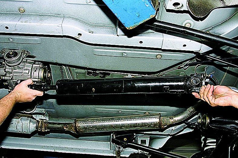материалами, передний кардан бьет по кузову нива 21213 также: Выбираем
